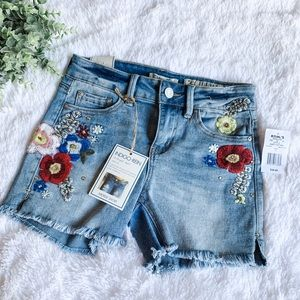Indigo Rein | Mid Rise Embroidered Shorts Size 5